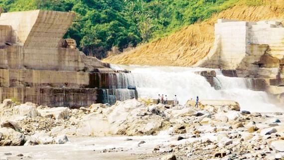 Thủy điện Đakrông 3 (Quảng Trị) xảy ra sự cố vỡ thân đập trước khi phát điện khiến người dân âu lo về chất lượng công trình