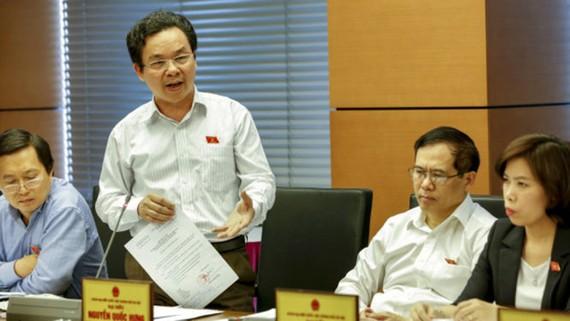 Đại biểu Hoàng Văn Cường (Hà Nội) cho rằng nên thống nhất một đầu mối quản lý nợ công - Ảnh: Việt Dũng