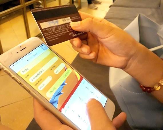 Ngân hàng khuyến cáo chủ thẻ cẩn trọng khi sử dụng ứng dụng thanh toán trực tuyến, tránh để tội phạm đánh cắp thông tin