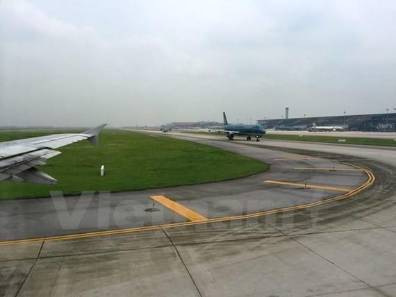 Đường lăn sân bay Cát Bi xuất hiện hư hỏng