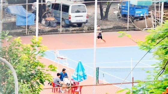 Người dân có thể được cấp phép xây dựng sân thể thao trên đất trống. Ảnh: CAO THĂNG
