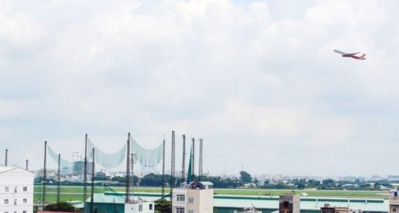 Nhiều người dân, chuyên gia đề nghị thu hồi sân golf để mở rộng sân bay Tân Sơn Nhất