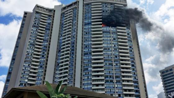 Ngọn lửa bùng phát từ tầng 26 của tòa nhà 36 tầng. Ảnh: abcnews