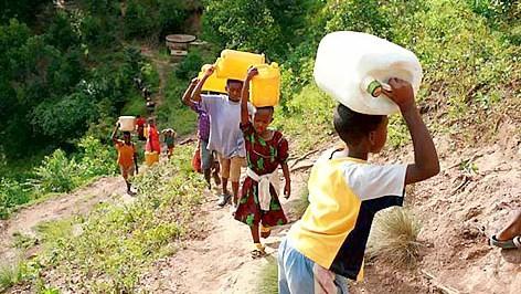 Hàng tỷ người đang thiếu nước sạch và mạng lưới vệ sinh cơ bản