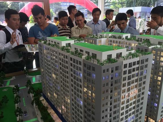 Nhiều người chọn đầu tư vào thị trường bất động sản trong nước