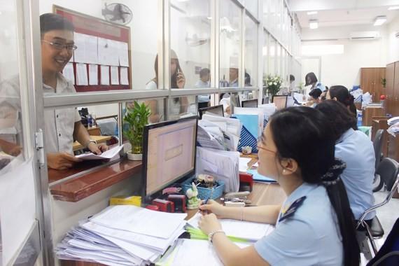 Doanh nghiệp làm thủ tục hải quan tại TPHCM