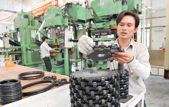 Dây chuyền sản xuất của Nhà máy Cao su Thống Nhất thuộc Tổng công ty Công nghiệp Sài Gòn .