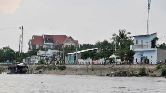 Kè sông chống sạt lở tại huyện Nhà Bè, TPHCM       Ảnh: CAO THĂNG