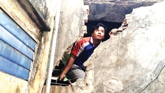 Người dân xã Pham Văn Hai, huyện Bình Chánh sống chung với quy hoạch, nhà sập, nước ngập không được xây