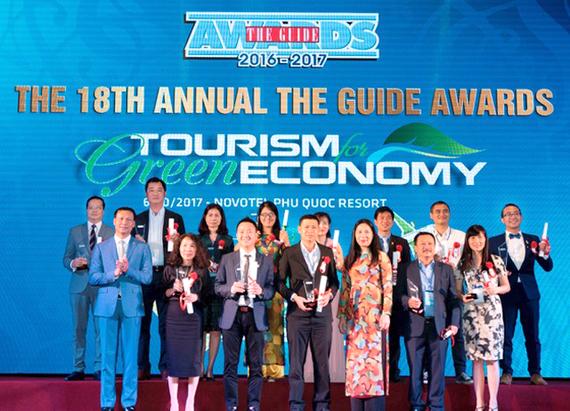 Ông Chu Việt Cường - Thành viên HĐQT Vietjet – nhận giải thưởng