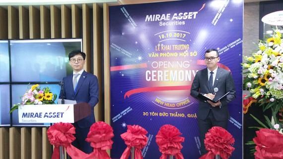 Ông Kang Moon Kyung, Tổng giám đốc CTCK Mirae Asset (Việt Nam) phát biểu chào mừng quan khách.