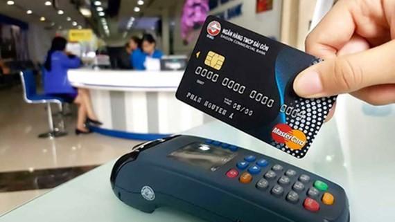 Các máy POS dùng để thanh toán không bằng tiền mặt xuất hiện ngày càng nhiều tại các cửa hàng