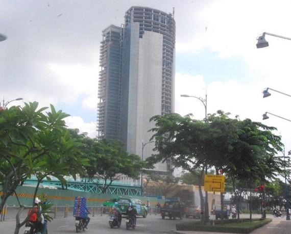 Dự án cao ốc Cao ốc phức hợp Sài Gòn M&C nợ ngân hàng hơn 7.000 tỷ đồng từ lâu không trả nay VAMC thu giữ TSBĐ theo Nghị quyết 42 về thí điểm xử lý nợ xấu. Ảnh: Đình Du