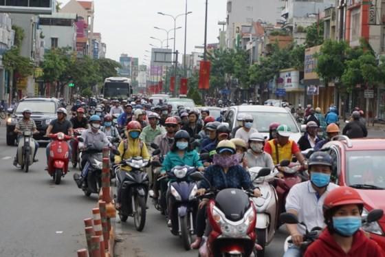 Tổ chức làm lệch ca, lệch giờ nhằm giảm ùn tắc giao thông vào giờ cao điểm