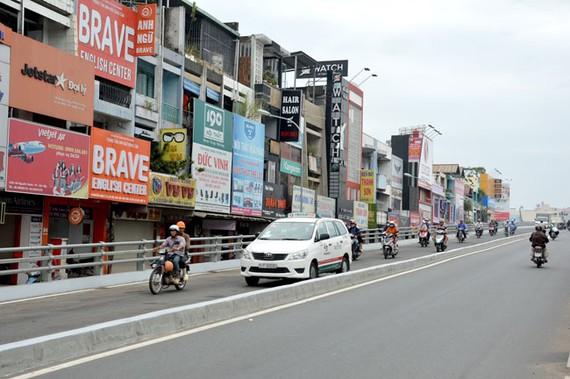 Nhánh cuối của cầu vượt bằng thép ngã 6 Gò Vấp đã được thông xe trong sáng 31-10.
