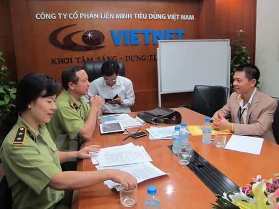 Cơ quan chức năng kiểm tra hoạt động kinh doanh đa cấp. (Nguồn: PV/Vietnam+)