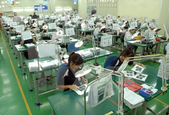 Dây chuyền sản xuất linh phụ kiện điện tử tại Công ty TNHH Flexcom Việt Nam, vốn đầu tư của Hàn Quốc, tại Khu công nghiệp Yên Phong (Bắc Ninh). (Ảnh: Danh Lam/TTXVN)