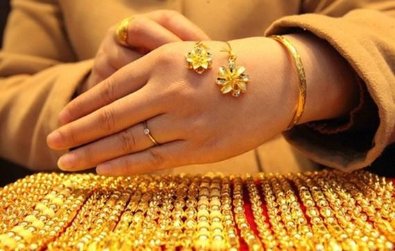 Giá vàng SJC giảm nhẹ khi vàng thế giới hồi phục