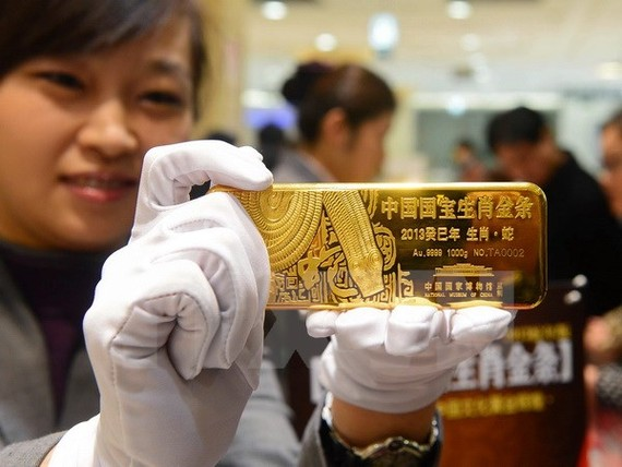 Vàng được bán tại một cửa hàng ở Bắc Kinh, Trung Quốc ngày 7/11/2012. (Nguồn: AFP/TTXVN)