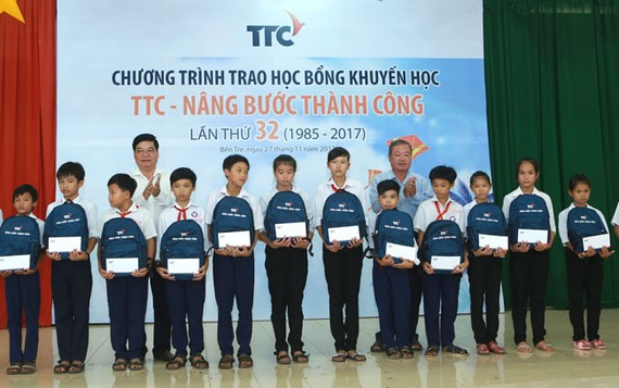TTC trao học bổng khuyến học cho trẻ em khó khăn tỉnh Bến Tre
