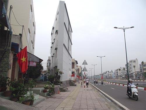 """Hà Nội quyết xử nhà """"siêu mỏng, siêu méo""""."""