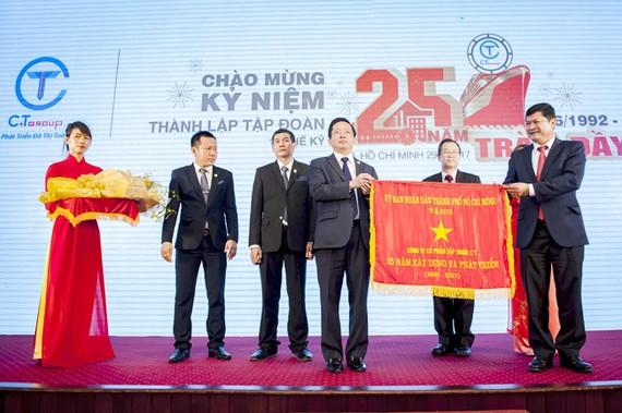 Sau cờ truyền thống và Huy hiệu của UBND Thành phố trao nhân dịp Kỷ niệm 25 năm, Tại lễ Tổng kết 2017, Tập đoàn C.T Group sẽ vinh dự đón nhận Huân chương Lao động hạng Nhì của Nhà nước.