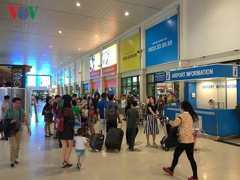 Nhà ga sân bay TSN Tết Nguyên đán 2017.