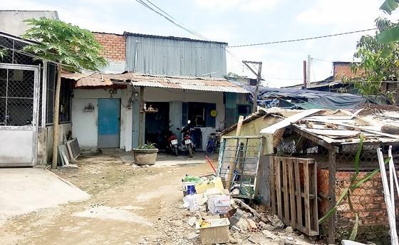 Những khu dân cư lụp xụp, đất đai hoang hóa, thiếu hạ tầng tại các khu dự án treo ở xã Bình Hưng