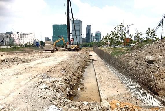 Khu vực đang được cò giới thiệu là dự án Sơn Kim Land để thu tiền cọc của khách. Ảnh: S.Đ