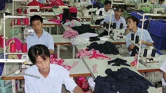 Doanh nghiệp và người lao động tự quyết định về tiền lương