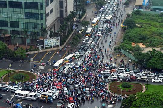 Ùn tắc giao thông tại Hà Nội ngày càng khó kiểm soát. Ảnh: Zing