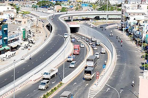 TPHCM đang kêu gọi đầu tư vào nhiều dự án giao thông để phát triển hạ tầng. Ảnh: CAO THĂNG
