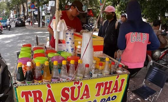 TPHCM: 5 tháng phát hiện 100 cơ sở kinh doanh trà sữa vi phạm