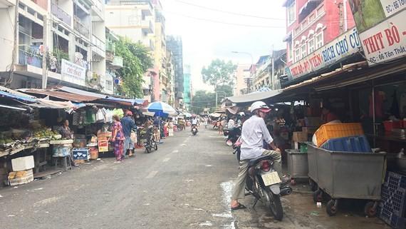 Khu chợ ngày càng xuống cấp, ô nhiễm, nằm giữa trung tâm TPHCM