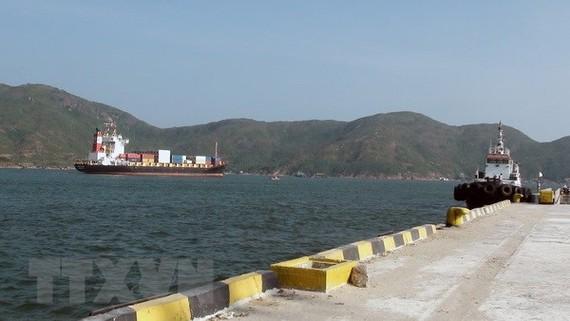 Cầu tàu tại Tân Cảng Quy Nhơn. (Ảnh: Ly Kha/TTXVN)