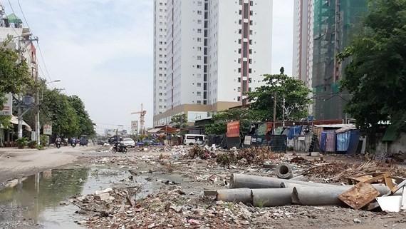 Xây công trình làm tan nát hàng chục con đường