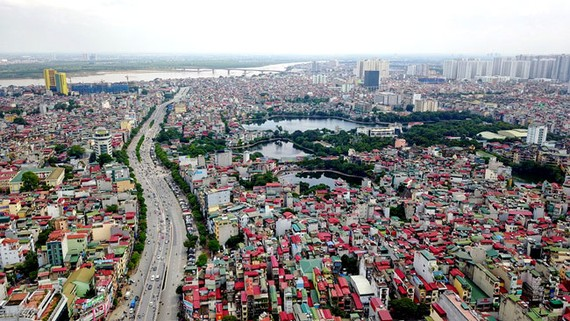 Mặt tiền nhiều thành phố bị băm nát bởi tình trạng chia lô, nhà ống dày đặc.