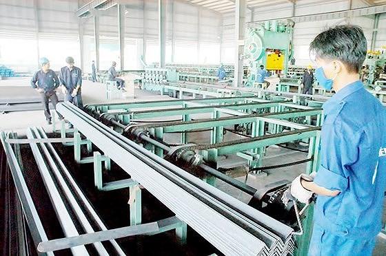 Sản xuất thép xuất khẩu. Ảnh: CAO THĂNG