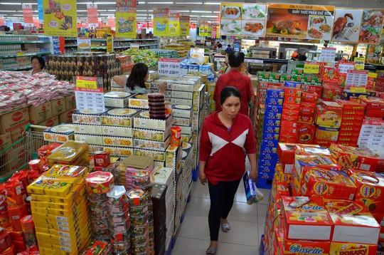 Các quy định về quản lý siêu thị, trung tâm thương mại tại dự thảo nghị định mới do Bộ Công Thương soạn thảo tiếp tục vấp phải phản ứng của các chuyên gia, doanh nghiệp. Ảnh: TẤN THẠNH