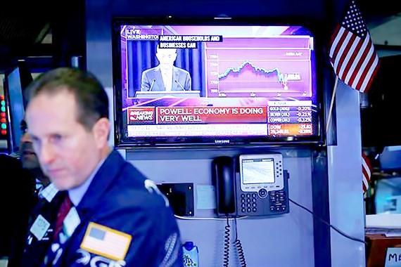 Thông báo tăng lãi suất của Chủ tịch FED Jerome Powell được phát tại Sàn giao dịch chứng khoán New York (Mỹ)