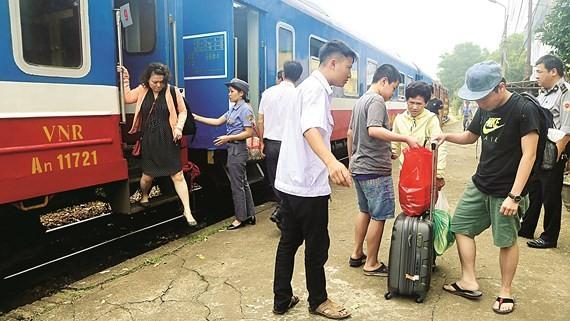 Ngoại trừ những ngày lễ tết, ngày thường hành khách ít chọn phương tiện đi lại bằng tàu hỏa. Ảnh: Mai An