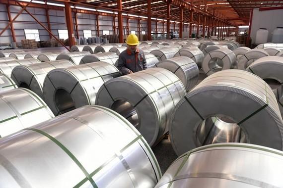 Sản phẩm thép cuộn tại một nhà máy ở Sơn Đông thuộc Trung Quốc. (Ảnh: AFP/TTXVN)