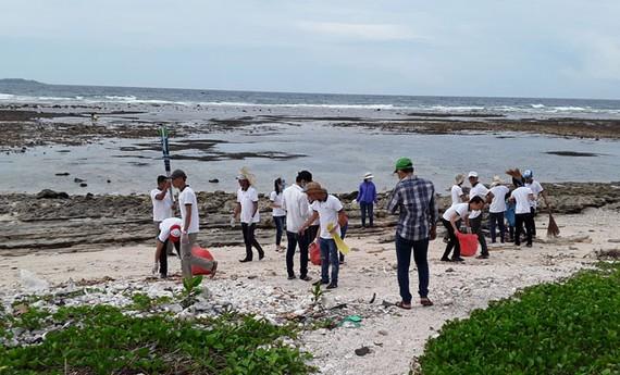 Chiến dịch làm sạch biển ở Lý Sơn.