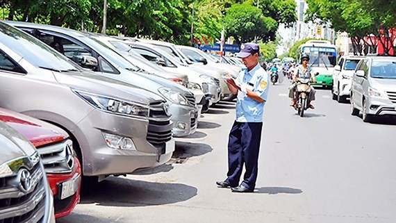 Từ ngày 1-8, TPHCM thu phí ô tô đậu lòng đường