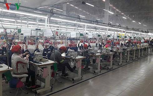 Ngành thép và dệt may thêm rủi ro vì cuộc chiến thương mại