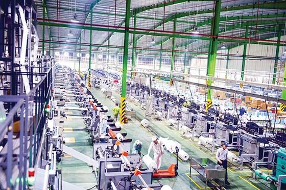 Dây chuyền sản xuất bao bì nhựa An Phát có quy mô sản xuất lớn, với chuỗi nhà máy hiện đại và lớn nhất Đông Nam Á.