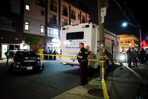 Cảnh sát Toronto tại hiện trường.