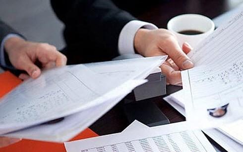 Các đối tượng mạo danh công ty tài chính làm giả hồ sơ vay tiền nhằm thu phí của người tiêu dùng. (Ảnh minh họa: vaytienbangsim)