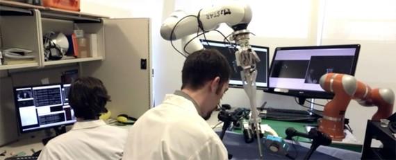 Những bác sĩ robot sẽ phục vụ đại trà trong tương lai