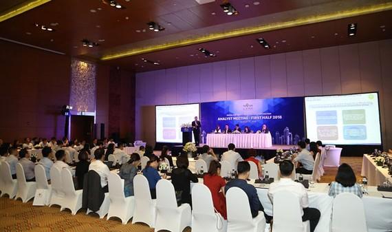 Đông đảo chuyên gia tài chính, nhà đầu tư đến tham dự buổi Analyst Meeting của Novaland.
